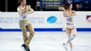 Nathalie Pechalat et Fabian Bourzat à l'épreuve libre de patinage artistique des championnats d'Europe à Sheffiled (Royaume-Uni), le 27 janvier 2012. (LEON NEAL / AFP)