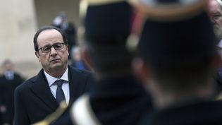 Le président de la république François Hollande, le 8 janvier 2015 aux Invalides, à Paris. (ETIENNE LAURENT / POOL)