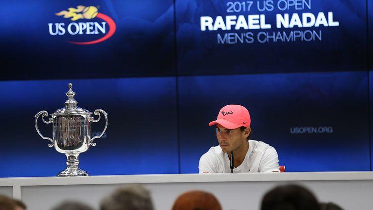 Rafael Nadal et son trophée de l'US Open (MOHAMMED ELSHAMY / ANADOLU AGENCY)