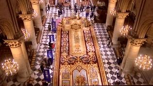Ving-cinq mètres de long, deux cents mètres de surface, un tapis à la hauteur de la magnificence de Notre-Dame.  (France 3)