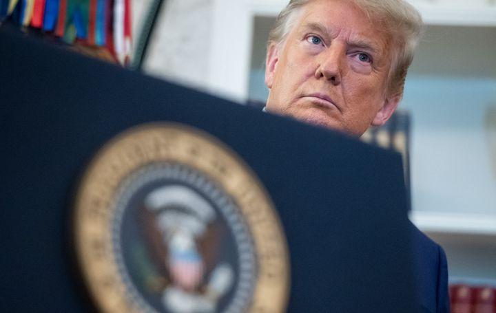 Le président américain, Donald Trump, lors d'une cérémonie dans le Bureau ovale, à la Maison Blanche (Washington), le 7 décembre 2020. (SAUL LOEB / AFP)