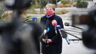 La maire de Bagneux, Marie-Hélène Amiable, appelle les habitants de la commune des Hauts-de-Seine à se faire dépister,le 8 janvier 2021. (THOMAS COEX / AFP)
