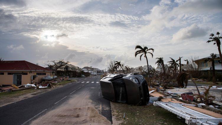 Une rue du Marigot dévastée par l'ouragan Irma, le 10 septembre 2017, sur l'île de Saint-Martin. (MARTIN BUREAU / AFP)