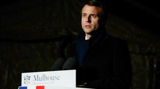 Emmanuel Macron lors de son allocution depuis l'hôpital militaire de Mulhouse (Haut-Rhin), le 25 mars 2020. (MATHIEU CUGNOT / AFP)