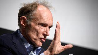 Tim Berners-Lee, l'inventeur du web, participe à une conférence sur le web à Genève (Suisse), le 11 mars 2019. (FABRICE COFFRINI / AFP)