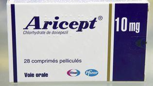 L'un des quatre médicaments contre la maladie d'Alzheimerqui n'est plus remboursé en France depuis le 1er août. (BERTRAND GUAY / AFP)