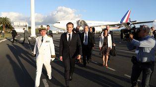 Le président français Emmanuel Macron arrive à Nouméa (Nouvelle-Calédonie), le 3 mai 2018. (LUDOVIC MARIN / AFP)