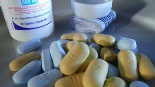 Des anti-rétroviraux, desmédicaments faisant partie d'un traitement contre le VIH, le virus du cancer, le 4 septembre 2014. (SHERBIEN DACALANIO / CITIZENSIDE.COM / AFP)