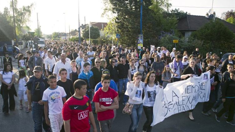 Marche silencieuse à Chelles le 18/04/2011 en mémoire aux trois victimes (AFP. BERTRAND LANGLOIS)