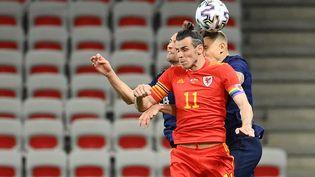 Gareth Bale, ici face à la France en match amical le 2 juin dernier, affronte la Suisse pour son premier match dans le tournoi. (FRANCK FIFE / AFP)