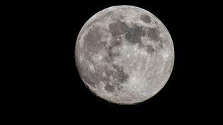 La Lune observée le 26 juin 2018 (GUILLAUME SOUVANT / AFP)