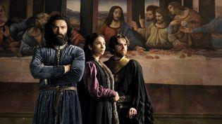 """Aidan Turner, Matilda De Angelis et Freddie Highmore dans la série """"Leonardo"""" (© Favio Lovino)"""