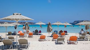La plage deBalos,enCrète (Grèce),le 28 juillet 2021. (NICOLAS ECONOMOU / NURPHOTO / AFP)