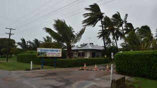 La ville d'Ayr, dans le Queensland, en Australie, à l'approche du cyclone Debbie, le 28 mars 2017. (PETER PARKS / AFP)