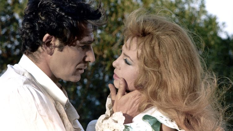 Michele Mercier et Robert Hossein dans Indomptable Angélique(1967) de Bernard Borderie. (CINEPHONIC / CICC / FILM BORDERI)
