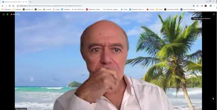 Pierre Assouline, membre de l'Académie Goncourt, à la plage sur la plateforme Zoom pour l'annonce du lauréat 2020. (Manon Botticelli / Franceinfo Culture)