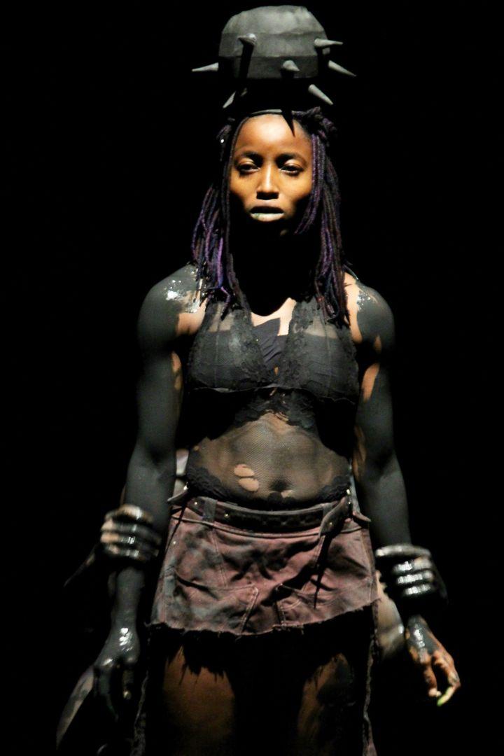 """""""Re:Incarnations"""" chorégraphie de Qudus Onikeku pour la Biennale de la danse 2021 (Jean Couturier)"""