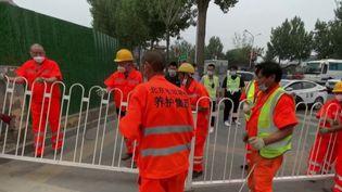 En Chine, onze quartiers de Pékin, la capitale, ont été soumis au confinement en raison de l'apparition d'un nouveau foyer de contamination dans un marché. (FRANCE 2)