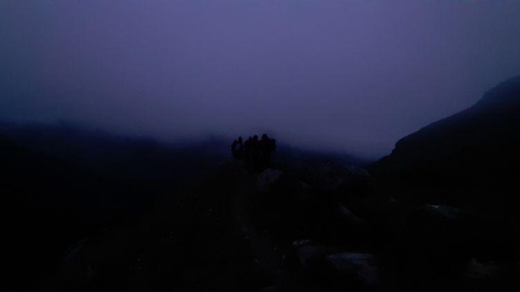 Une randonnée nocturne à Pralognan-la-Vanoise, en Savoie. (VALENTIN DUNATE / RADIO FRANCE)