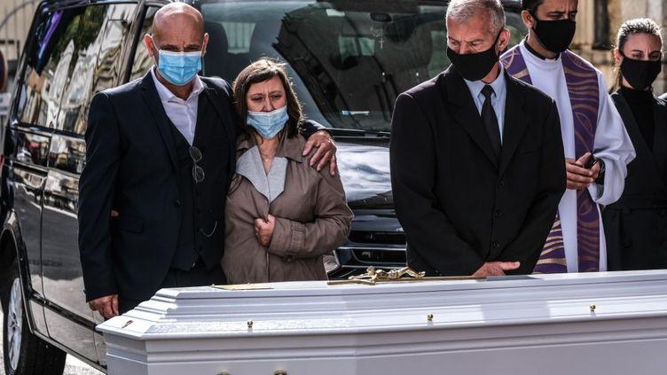 Les obsèques de Victorine Dartois se sont déroulées dans l'église catholique Saint-Jean-Baptiste, sur la place Carnot, à Bourgoin-Jallieu (Isère) mercredi 7 octobre 2020. (ANTOINE MERLET / HANS LUCAS / AFP)