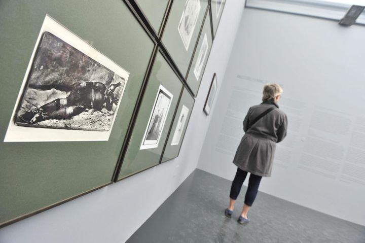 Des photographies deSantu Mofokengexposées à la Bienale de Venise en 2013. (ANDREA MEROLA / ANSA)
