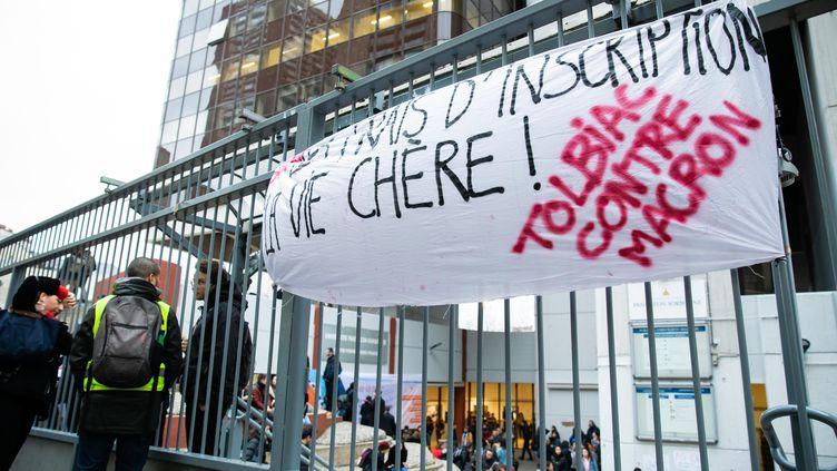 Début décembre, des étudiants de l'université de Tolbiac à Paris protestaient contre l'augmentation des frais d'inscriptions pour les étrangers non-européens à la rentrée prochaine. (ALEXIS SCIARD  / MAXPPP)