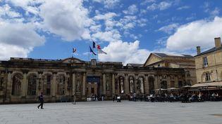 La mairie de Bordeaux, place Pey-Berland, le 15 juin 2020. (SARAH TUCHSCHERER / FRANCEINFO / RADIO FRANCE)