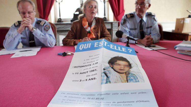 Un appel à témoins de la petite inconnue de l'A10, le 24 septembre 2012, à Blois (Loir-et-Cher). (MAXPPP)