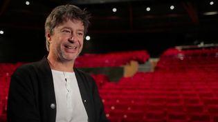 """NathalieHayter, journaliste pour France Télévisions, a rencontré Thibault de Montalembert à l'occasion de la sortie du film """"Miss"""", qui a offert au comédien un rôle atypique. (France 2)"""