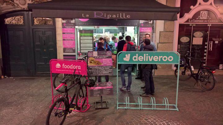 Un restaurant spécialisé dans la vente à emporter, à Nantes. (FRANCEINFO)