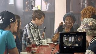 La comédienneFirmine Richard tourne un court-métrage sur la citoyenneté avec des collégiens  (France 3 / Culturebox)