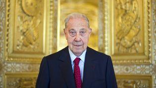Charles Pasqua, le 21 septembre 2011 dans les couloirs du Sénat, à Paris. (LIONEL BONAVENTURE / AFP)