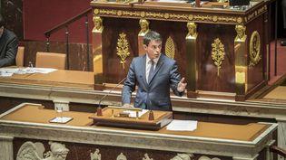 Manuel Valls à la tribune de l'Assemblée nationale, le 12 mai 2016 (OLIVIER DONNARS / NURPHOTO / AFP)