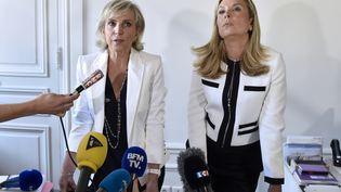 Les avocates de Jacqueline Sauvage, lors d'une conférence de presse, le 12 août 2016, à Paris. (ALAIN JOCARD / AFP)