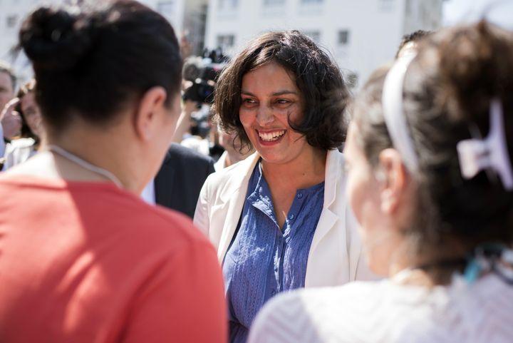 Myriam El Khomri en déplacement dans le quartier de La Duchère, à Lyon (Rhône), en tant que secrétaire d'Etat à la politique de la Ville, le 2 juillet 2015. (ROMAIN LAFABREGUE / AFP)