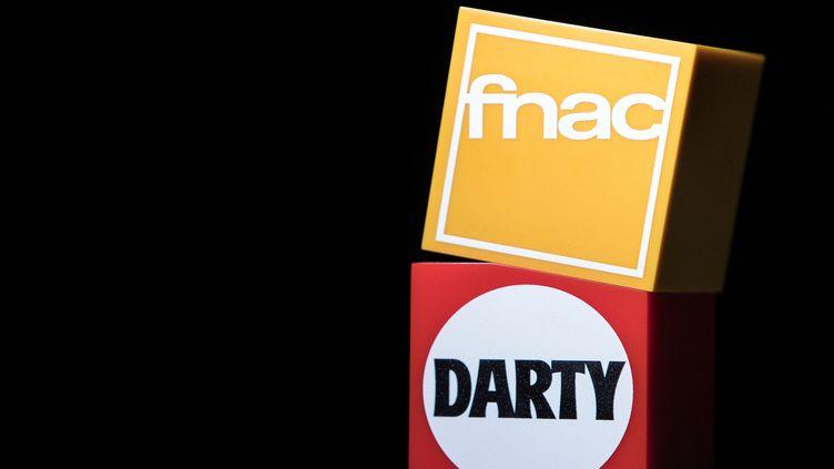 Les logos Fnac et Darty. Photo d'illustration. (JOEL SAGET / AFP)