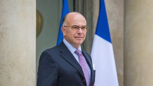Le ministre de l'Intérieur Bernard Cazeneuve à la sortie du palais de l'Elysée à Paris, le 19 octobre 2016. (MAXPPP)