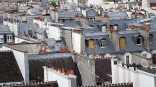 Paris est la ville qui propose le plus d'annonces sur Airbnb: il y a aujourd'hui plus de 40 000 logements disponibles sur le site, répartis sur la région parisienne. (THOMAS SAMSON / AFP)