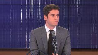 """Gabriel Attal, le porte-parole du gouvernement était l'invité du """"8h30franceinfo"""", vendredi 15janvier 2021. (FRANCEINFO / RADIOFRANCE)"""