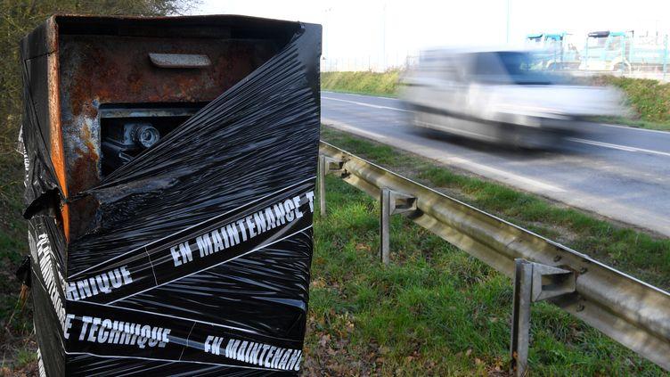 Un radar incendié à Noyal-Chatillon-sur-Seiche, en Ille-et-Villaine. (illustration) (DAMIEN MEYER / AFP)