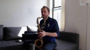 Jon Boutellier dans son appartement new-yorkais (France 3 Rhône-Alpes / par Skype)