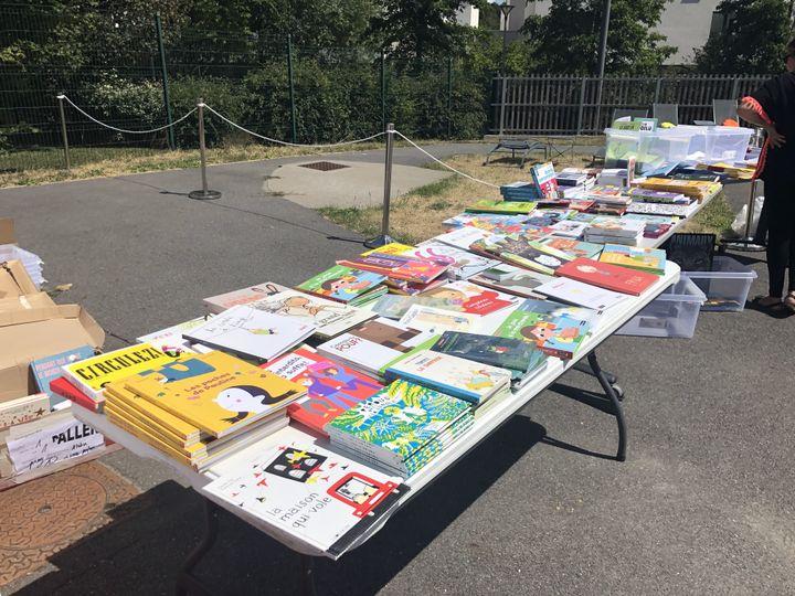 """Les """"Parcotruc(k)s"""" proposent aux enfants de repartir avec 2 ou 3 livres chacun. (Franceinfo / Marine Langlois)"""