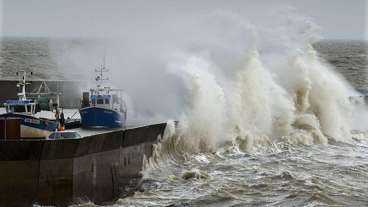 Des vents forts atteignant 140 km/h à Pornic (Loire-Atlantique), le 8 février 2016. (MAXPPP)