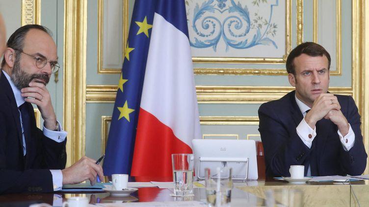 Le président de la République Emmanuel Macron et le Premier ministre Edouard Philippe durant une réunion sur l'épidémie de coronavirus au Palais de l'Élysée à Paris, le 19 mars 2020. (photo d'illustration).  (LUDOVIC MARIN / POOL / MAXPPP)