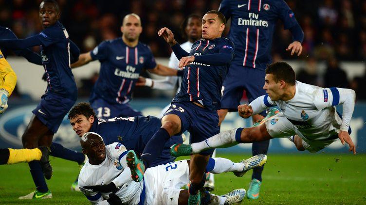 Les joueurs du PSG ont mis à rude épreuve la défense de Porto, le 4 décembre 2012 au Parc des Princes. (FRANCK FIFE / AFP)