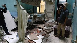 Les dégâts provoqués par le séisme dans un hôpital de Blitar, dans l'est de Java (Indonésie), le 10 avril 2021. (AVIAN / AFP)