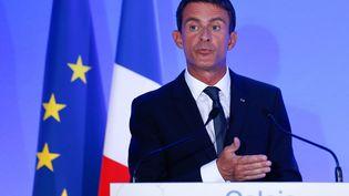 Le Premier ministre, Manuel Valls, lors d'une conférence de presse à Calais (Pas-de-Calais), le 31 août 2015. (LAURENT DUBRULE / EPA)