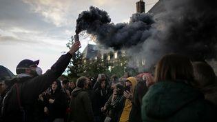 Un manifestant à Rouen, le 1er octobre 2019. (LOU BENOIST / AFP)