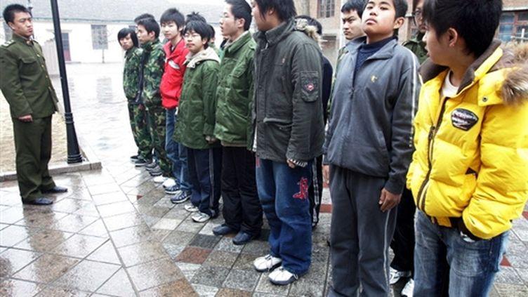 """Un camp de """"désintoxication"""" des accros de l'Internet en Chine (AFP)"""