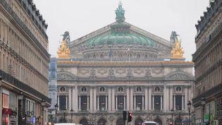 Que reste-t-il du fantôme de l'Opéra ? Des curieux visitent aujourd'hui le Palais Garnier à Paris pour frissonner un peu autour de la légende mystérieuse. (France 3)